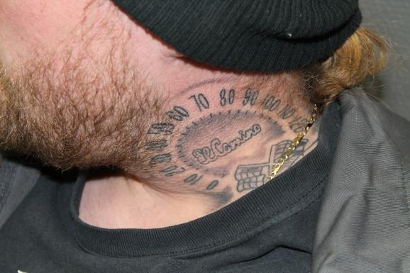 Johan med sin El Camino tatuering.