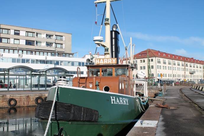 Bogserbåten Harry.