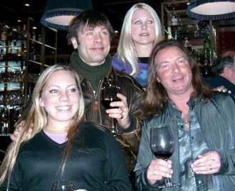 Iron Maiden på bar i NYC, med kompisen Therese