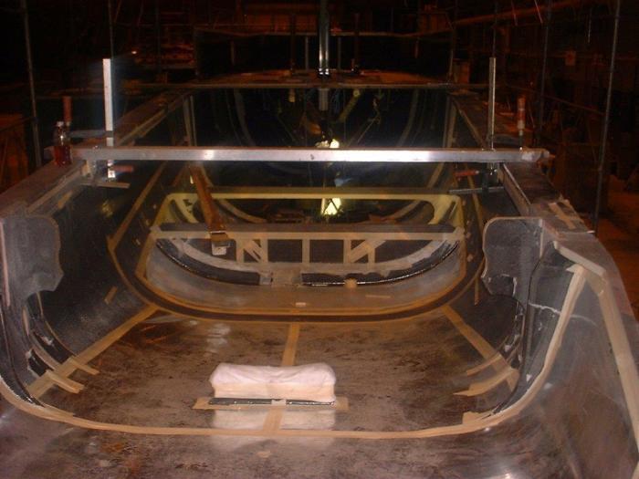 Bygge av IACC-63  örn 2002.jpg