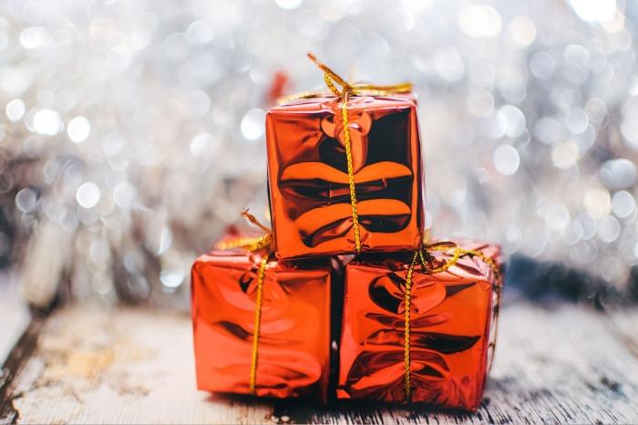 christmas-present-2178635_1920.jpg